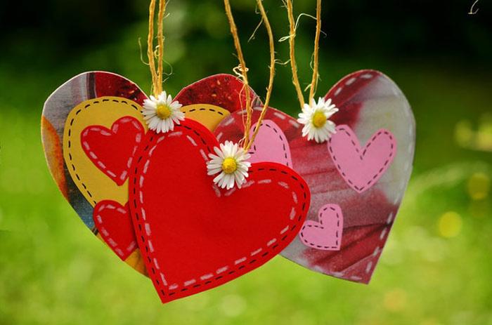 دوست داشتن خوبه یا عاشق شدن
